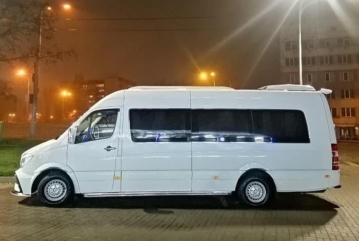 белый ВИП микроавтобус Мерседес Спринтер 21 мест