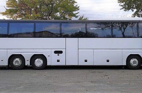 белый автобус неоплан 58 пассажирских мест