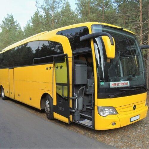 аренда мерседес травего 50 мест туристический автобус желтого цвета