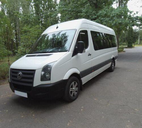 белый микроавтобус фольксваген крафтер 18 мест