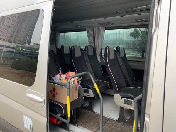 серый микроавтобус мерседес спринтер 20 мест фото салона