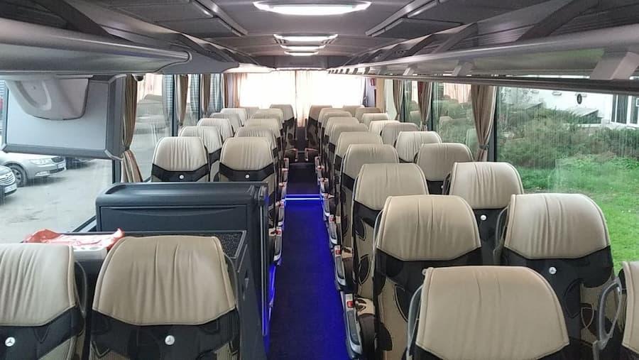 коричневый автобус мерседес туризмо 50 мест фото салона