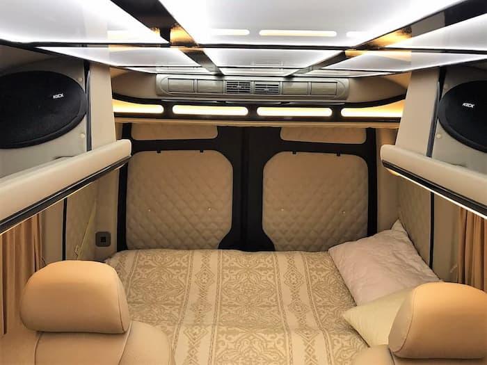 микроавтобус мерседес спринтер VIP уровня фото салона спальное место
